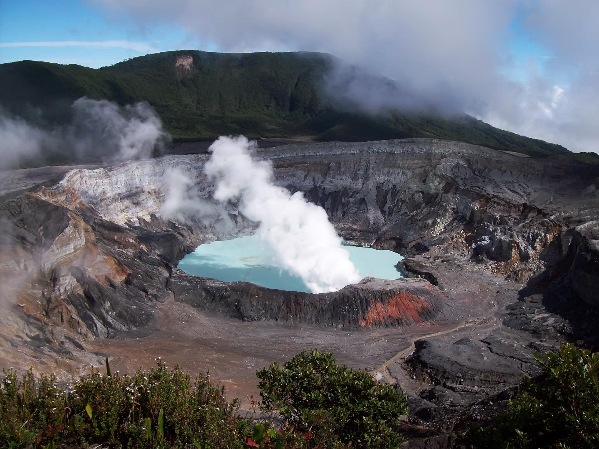 Resultado de imagen para volcán poás