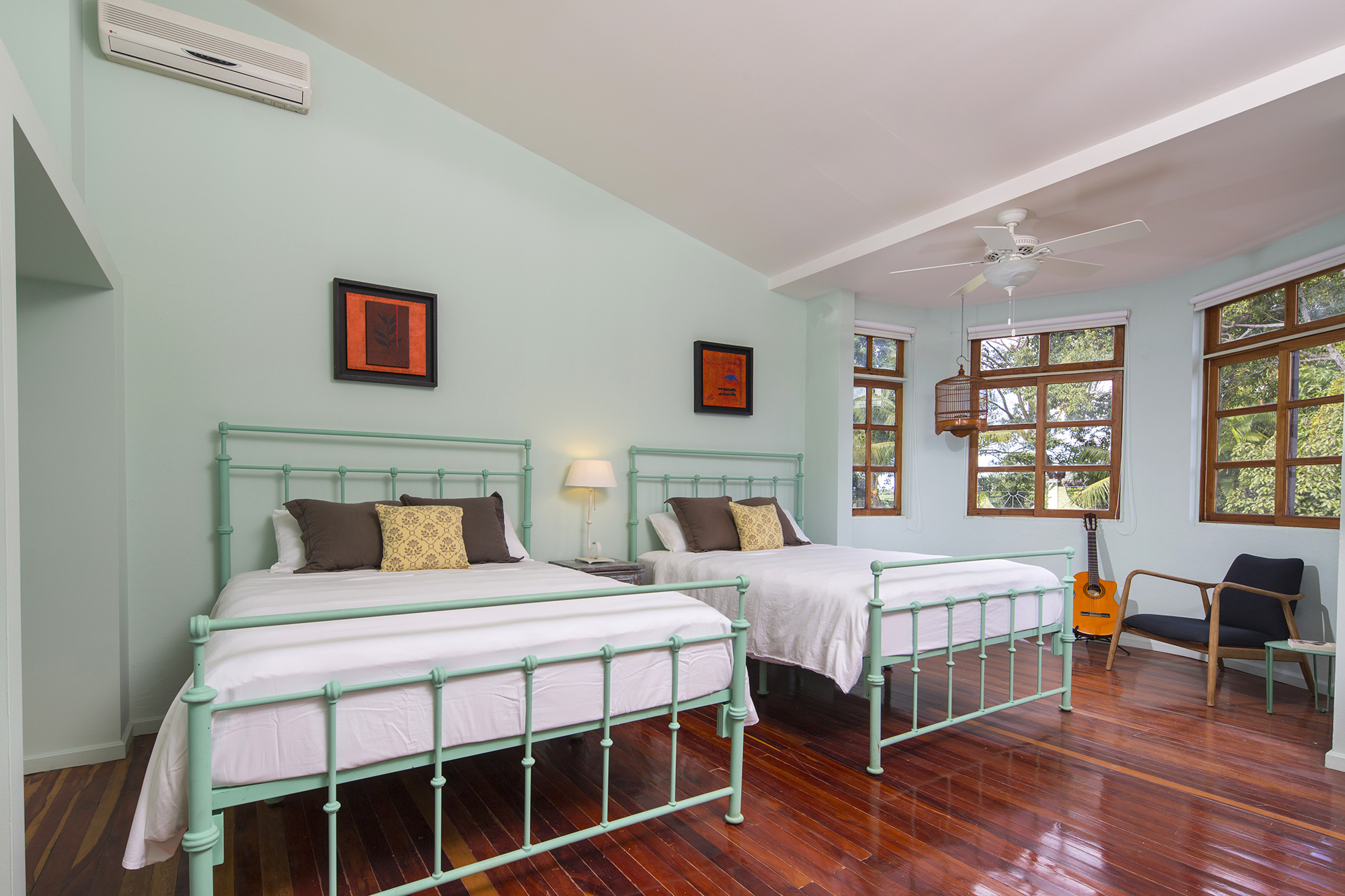 Master suite two bedrooms 3 queen beds 1 villa san for Master bedroom with 2 beds